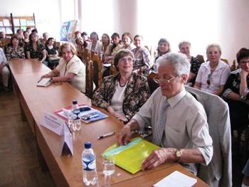 Участники семинара. В первом ряду: зав.научным центром  Центральной городской публичной библиотеки им. Н.А. Некрасова Ю.А. Гриханов и эксперт